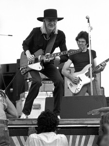 Johnny Winter. Extremt vit. Extremt mycket blues. Foto: Bob Sanderson