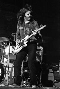 Rory Gallagher. Som alla andra bra gitarrister gjorde han rejäla miner.